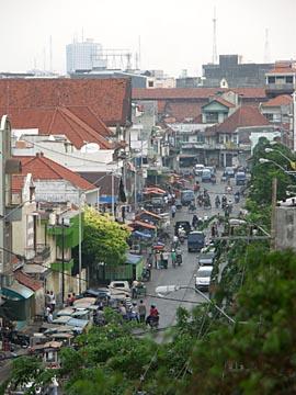 die Straße in dem unser Hotel liegt in Surabaya, Ostjava in Indonesien