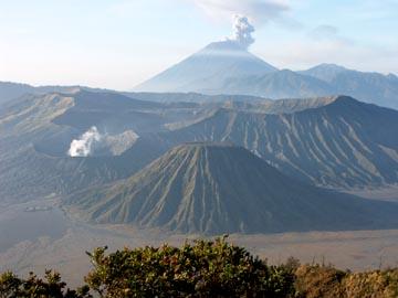 die Aussicht vom Gipfel des Penanjakan auf 2.702m Höhe in Ostjava