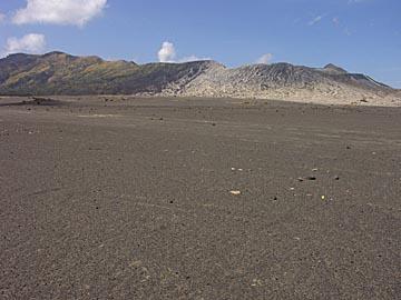 das Sandmeer um den Bromo Krater herum, Ostjava, Indonesien