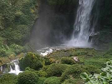 Natur pur am Coban Pelangi Wasserfall zwischen Mt. Bromo und Malang, Java