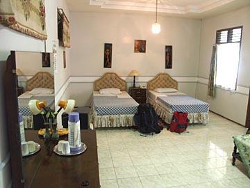unser Hotelzimmer im Splendid In in Malang ist richtig gross, Java, Indonesien