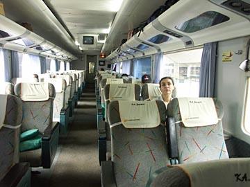 im Eksekutiv-Klasse Waggon auf der Bahnfahrt nach Yogyakarta, Java