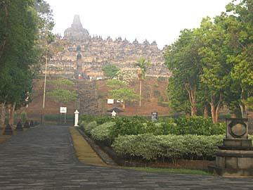 der erste Blick des phantastischen buddhistischen Tempel Borobudur, Zentraljava