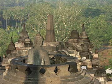 eine offene Stuppa am Tempel von Borobudur nach Yogyakarta, Java
