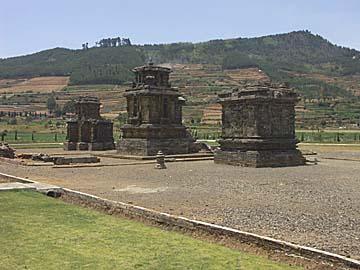 der Arjuna-Komplex auf dem Dieng Plateau, Zentraljava, Indonesien
