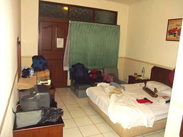 unser Zimmer im Hotel Edelweiss in Bandung, Westjava, Indonesien