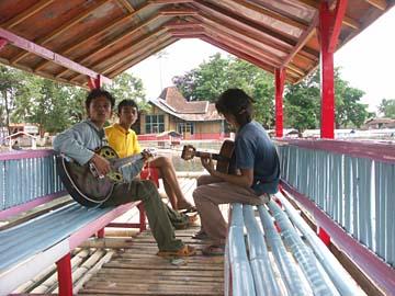 unsere Fahrt über den See mit dem Bambus-Floos, Westjava