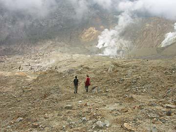 am aktiven Vulkan Papandayan bei Bandung, Java, Indonesien