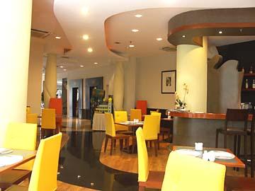 der Frühstücksraum des Arcadia Hotels in Jakarta, Java, Indonesien