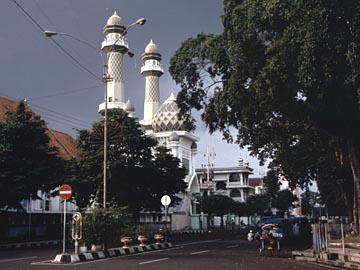 die Moschee am zentralen Platz von Malang, Java