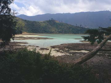 am Color Lake auf dem Dieng Plateau im Zentrum von Java, Indonesien
