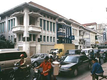 die Jl. Braga in Bandung im Westen von java ist stark besucht, Indonesien