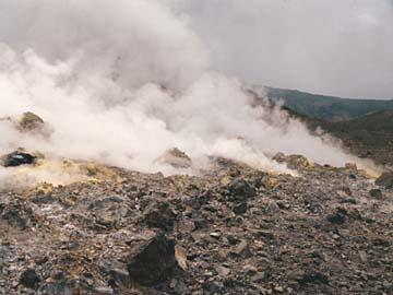 der brennende Berg Papandayan ist nach dem Ausbruch 2003 noch sehr aktiv, Java