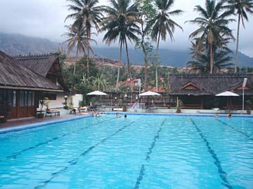 das Schwimmbecken der heißen Quellen von Cipanas bei Bandung, Java