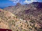 Typische zerklüftete Landschaft auf der kanarischen Insel La Gomera