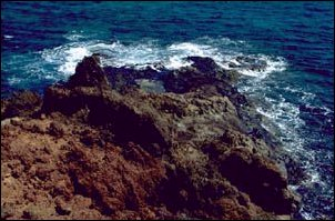 farbige Felsformationen im Osten der Insel La Graciosa