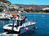 Ein Fischerboot im Hafen von Puerto Rico auf der Kanaren-Insel Gran Canaria