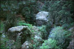 """""""kleine"""" Felskugeln im Weg, La Palma, Kanaren"""