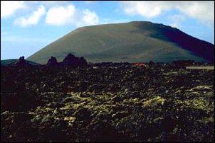 Vulkanlandschaft in den Montanas del Vuego auf Lanzarote, Kanarische Inseln