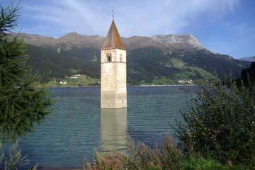 versunkener Kirchturm von Graun am Reschensee