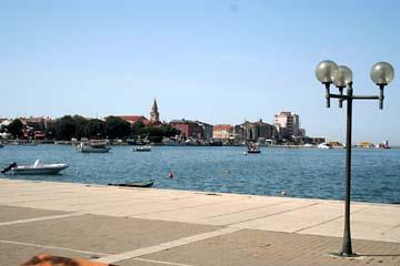 am Hafen von Umag, Hintergrund Altstadt, Istrien, Kroatien