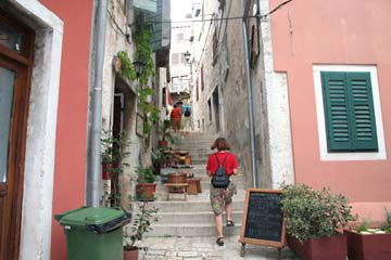 Altstadtgasse in Rovinj, Istrien, Kroatien