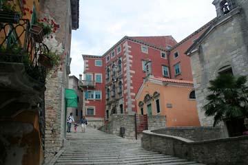Altstadtgasse in Labin, Istrien, Kroatien