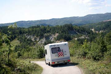 Fahrt ins Landesinnere, bei Hum, Istrien, Kroatien