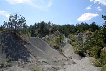 graue Felsformationen im Landesinneren bei Hum, Istrien, Kroatien