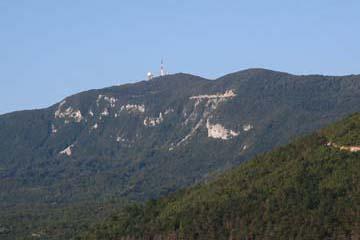 Blick auf Berg Yukta mit Stationen, Ucka-Gebirge, Istrien/Kroatien