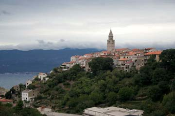 Blick auf Vrbnik, Insel Krk, Kroatien