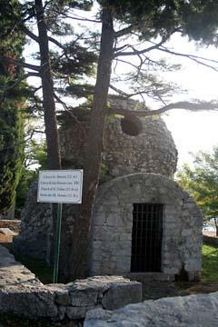 Natursteinkapelle Sv. Dunat, Punat am Morgen,  Insel Krk, Kroatien