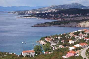 Blick auf den Küstenstreifen nahe Senj, Kroatien