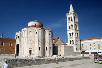 Zadar, Rundkirche Sv. Dunat u. Glockenturm der Kirche Sv. Stoija, Kroatien