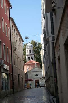 Gasse mit Kirche                                , Zadar