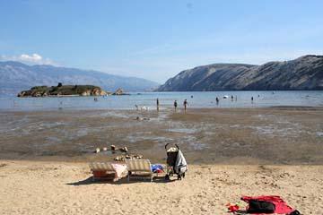 am Badestrand von Lopar, Insel Rab, Kroatien