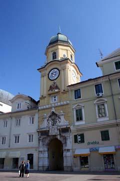 Stadttor mit dem Uhrturm in Rijeka, Kroatien