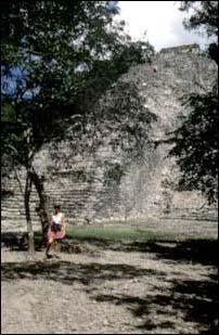 An einer Maya Ruine in Coba, Mexiko