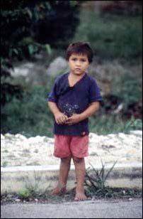 Kleiner mexikanischer Junge in Coba