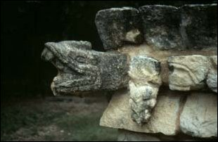 Relief an einer Mayaruinen in Chichen Itza, Mexiko