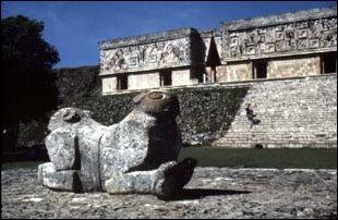 Maya Palast in der Ruinenstätte von Uxmal in Mexiko