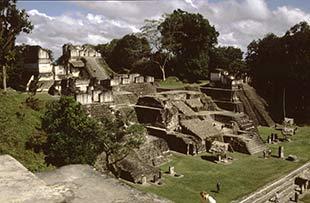 Die Tempel-Anlage der Maya in Tikal, Guatemala