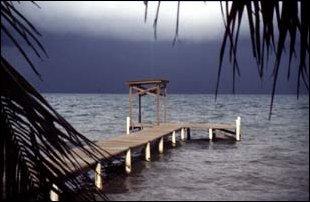 ein Steg am Strand, Belize