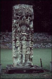 eine Stele in der Ruinen Stadt der Maya in Copan, Honduras