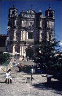 eine Kriche aus dem 16. Jahrhundert in San Cristobal, Mexiko