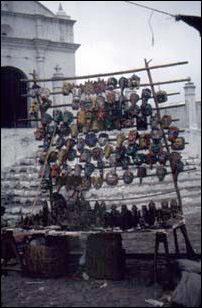 Masken auf dem Markt von Chichi, Guatemala