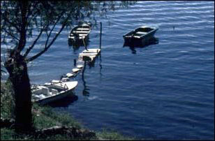 Boote am Atitlan-See, Guatemala