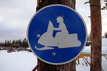 Schneetoeffschild in Lappland