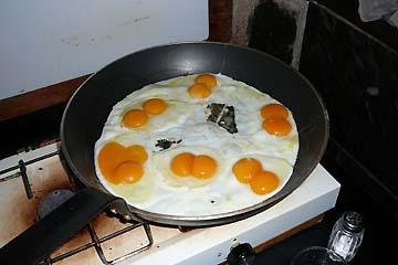 Doppeldotterspiegeleier zum Frühstück