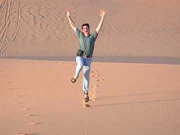 Freude über die Sanddünen in Libyen